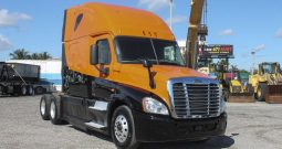 2014 FREIGHTLINER CASCADIA TANDEM AXLE SEMI SLEEPER TRACTOR IN MIAMI, FL