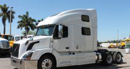 2014 VOLVO 780 TANDEM AXLE SEMI SLEEPER TRACTOR IN MIAMI, FL