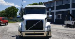 2013 Volvo VNL64T 42″ Flat Top Sleeper IN, PA