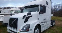2013 VOLVO VNL64T670 SEMI SLEEPER TRACTOR In Indianapolis, IN